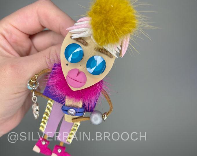 dolly-brooch