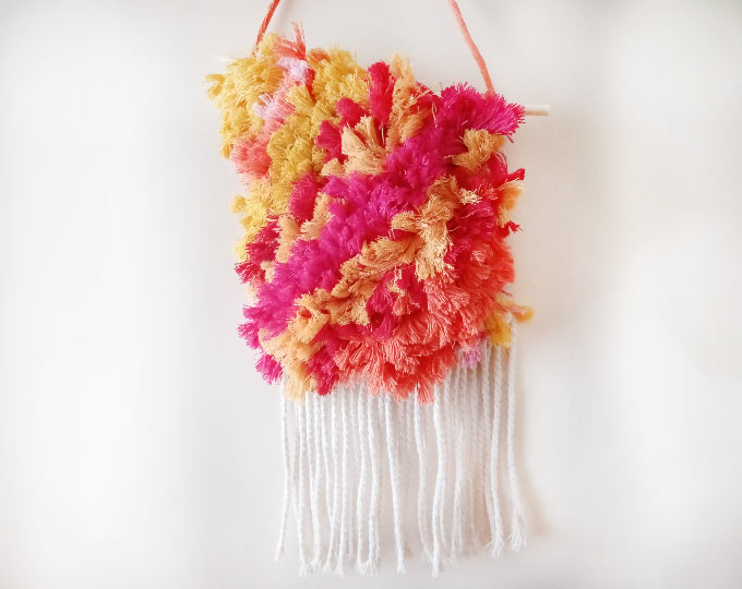 wall-hanging-tapestry-sunny-fluffy A