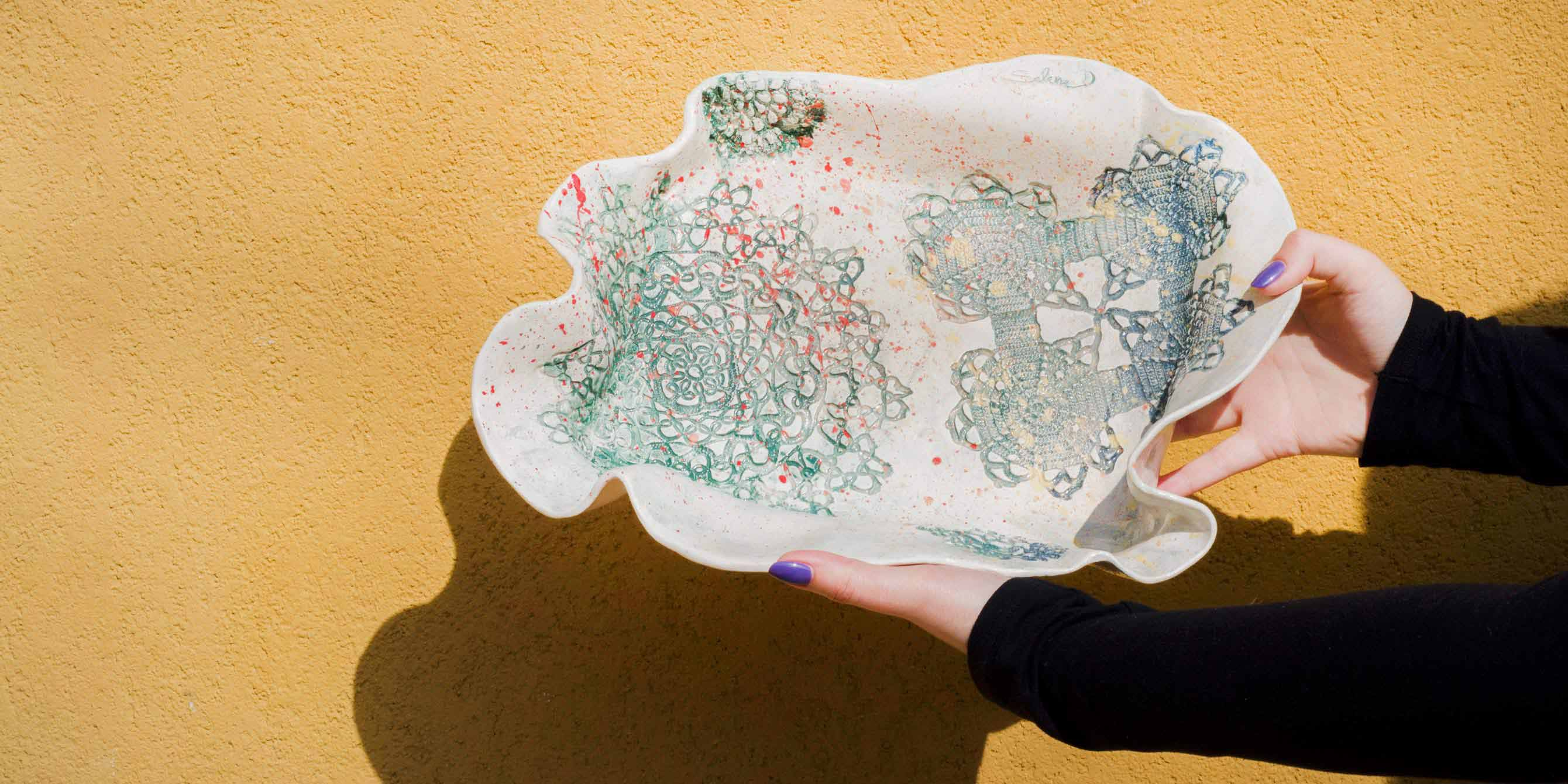 Platter With Lace And Multicolor Ceramic Splashes